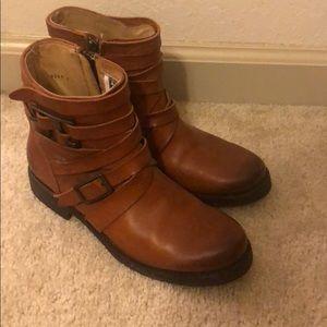 size 5.5 short zip up frye boots worn twice